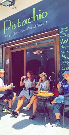 Мадаба, Иордания: We serve American, Italian, Turkish and France Coffee with auntie hanady's Cookies! Iced coffee, Milkshake and Smoothies also!  PISTACHIO - Know your Coffee!