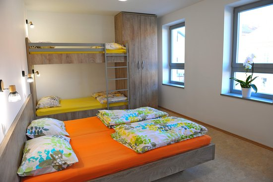 Ormoz, Словения: Hostel Ormož offers family rooms with double bed & bunk bed for two (2) people.