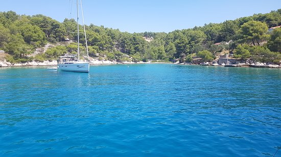 Croatia Boat Trips: Beautiful bay on Brac island from stern of our boat