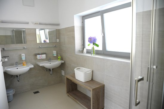 Ormoz, Словения: Hostel provides shared or private bathrooms.