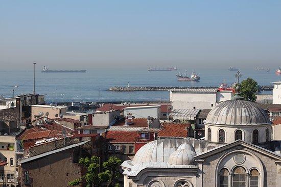 Вид на купол храма и Мраморное море
