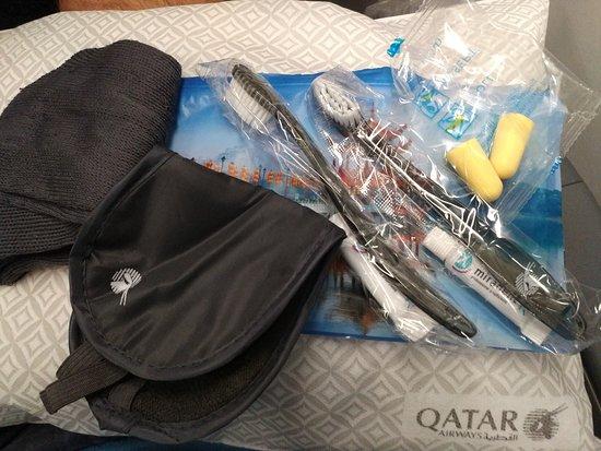 Qatar Airways: kit offerto dalla compagnia