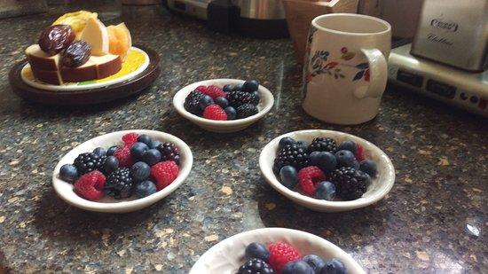 Beech Tree Inn- Brookline: Fruit and cheese
