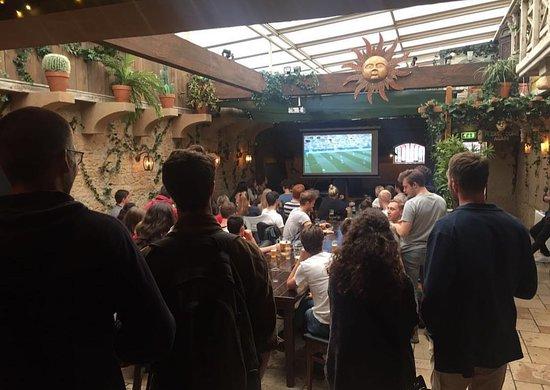 Eetcafe Concordia: Football.bigscreens.beer