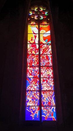 Cathédrale Notre Dame de Rodez: En 2003 l'artiste Stéphane Belzère est sélectionné pour la réalisation des vitraux côté Sud