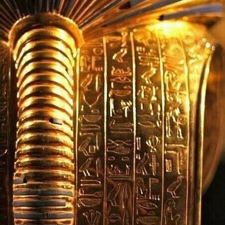 King Tut golden Mask from the back side.