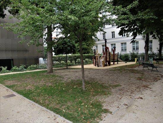 Carre-de-Baudouin Garden