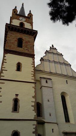 Torre e fachada principal.