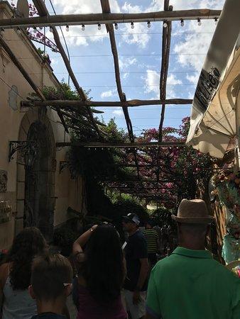 Tempio Travel: Walking in Positano