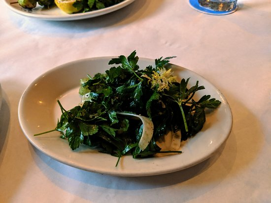 Perla's Seafood and Oyster Bar: Green salad.