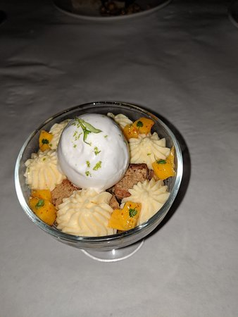 Perla's Seafood and Oyster Bar: Ice cream dessert with crunches.