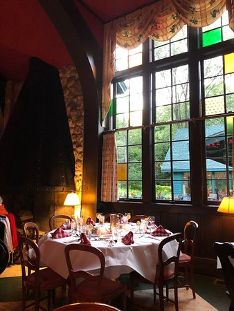 Grand Hotel: Dinner at The Woods