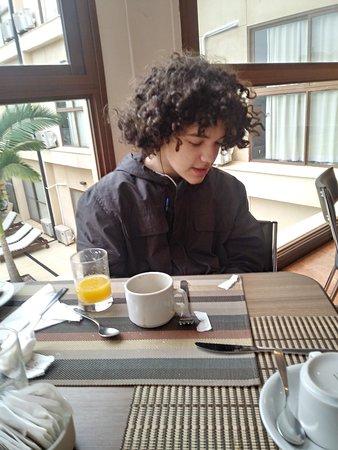 Desayunando con mi nieto
