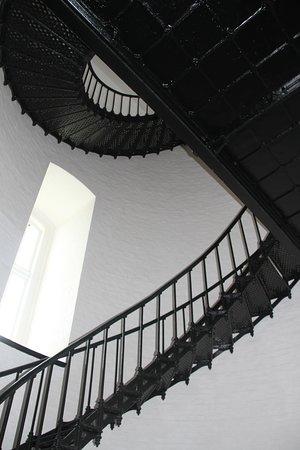 Free-hanging stairs
