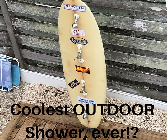 Parrot Beach Cottages: Outdoor shower for beach rinse off, before pool time!