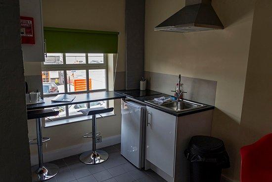 Potbank Aparthotel: Kitchen Area Double Suite