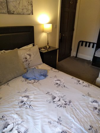 Belford House: Comfy if somewhat low bed