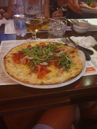 Ottima la pizza impasto molto leggero e ben condita