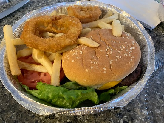 Cheeseburger with fries and 2 onion rings