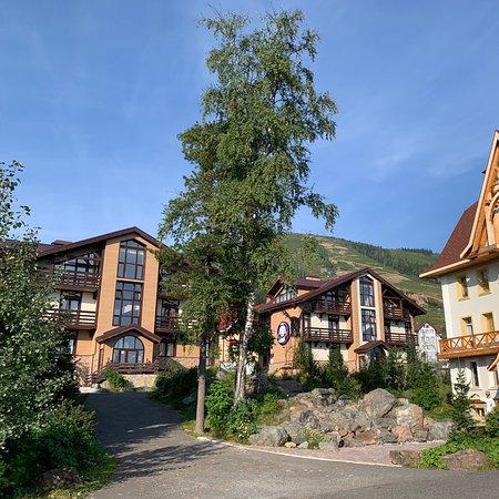 Альпен Клаб пожалуй лучшее место на земле)))) Один из лучших отелей на горе Зеленая. Отличный сервис,ресторан,территория. Рекомендую