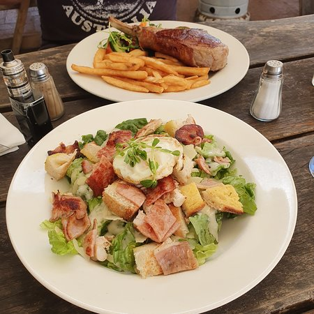 Stroud, Australia: CAESAR SALAD THE BEST I HAVE EVER HAD.... WILL NE BACK FOR MORE. 5/5  VIKING STEAK 1 happy hubby... drooling when he saw it on the menu.....  Lovely pub cold glasses. Friendly staff who made u feel welcome.  DEFINATELY RETURNING..... CAN'T  WAIT