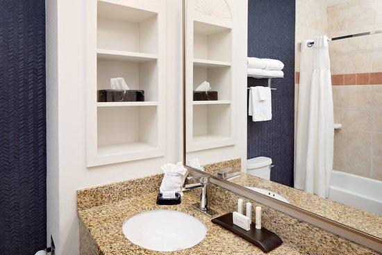 Fairfield Inn & Suites San Angelo: Guest room