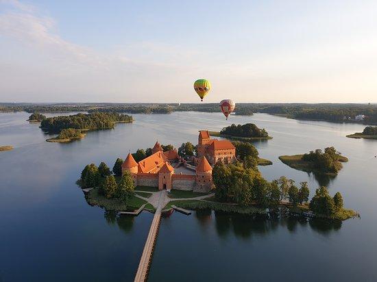 Foto de Paseos en globo aerostático sobre el distrito de Vilnius / Trakai