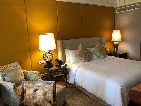 Anantara Siam Bangkok Hotel: Deluxe Room Photographs