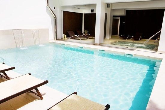 Piscina esterna + vasca idromassaggio centro spa