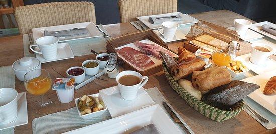 Hombourg, Belgia: Excellent  petit  déjeuner  de  qualité. Il n' en faut pas  plus.  Excellent  rapport  qualité  prix.