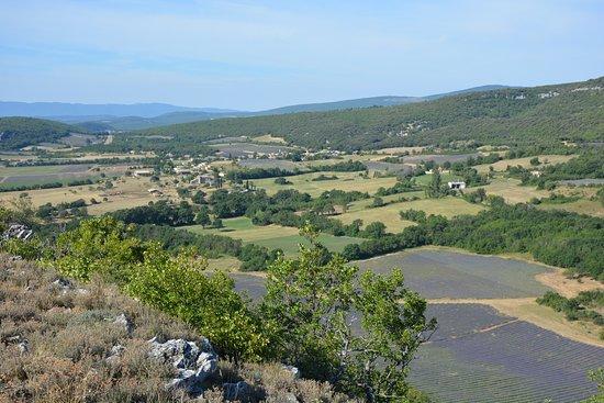 Banon, ฝรั่งเศส: Chaque mercredi, au départ du camping : ballade à la rencontre de la Provence. Un moment de partage pour nos vacanciers !!