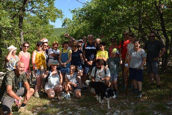 Banon, ฝรั่งเศส: Chaque mercredi, au départ du camping : balade à la rencontre de la Provence. Un moment de partage pour nos vacanciers !!
