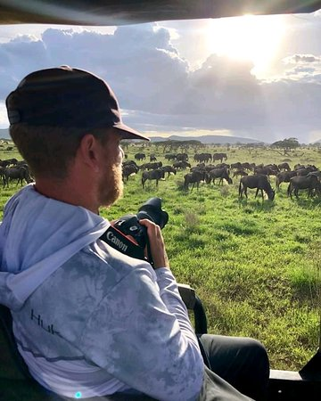 Serengeti National Park, Tanzania: Its a better place ever, that you can experience a lot of attractions like international migration which done by wildbeest also the place so experienced as endless plain, and big 5 animals can be seen