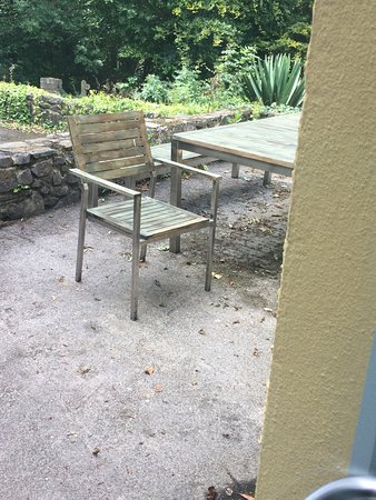 Cosheston, UK: Outside seating area at Oyster Reach