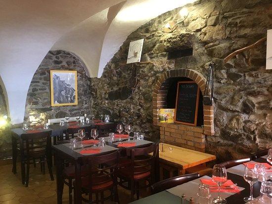 Vénosc, Francja: Salle du restaurant pour l'hiver car nous avons manger sur la terrasse ..