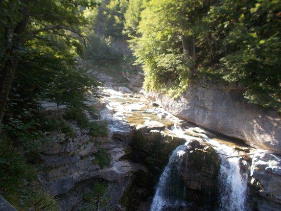 Une des cascades qui jalonne le parcours.
