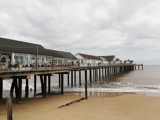 Southwold Pier. Zahlreiche Unterhaltungsmöglichkeiten für Groß und Klein und Jung und Alt! Der Strand neben bzw. unter dem Pier ist wunderschön, weitläufig und sehr gepflegt. Place to be!!!