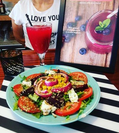 Coffee Bistro Bar: Saladas sempre feitas com muito amor e os melhores ingredientes.
