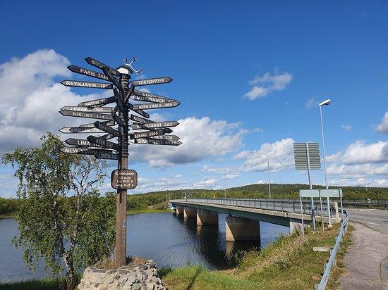 Karesuando, สวีเดน: Most graniczny i drogi we wszystkie strony świata