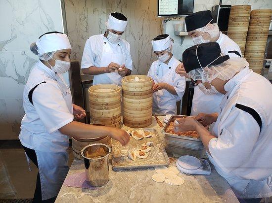 making xiao long bao