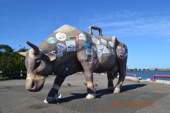 Sculpture cow: Корова-путешественница