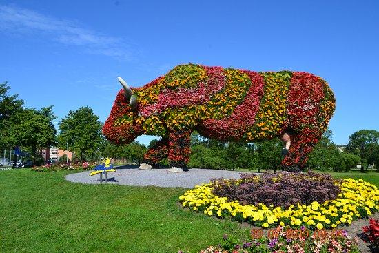Sculpture cow: Цветочная корова