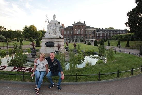 Kensington Palace.Hyde Park.London. Fuente de ingreso.