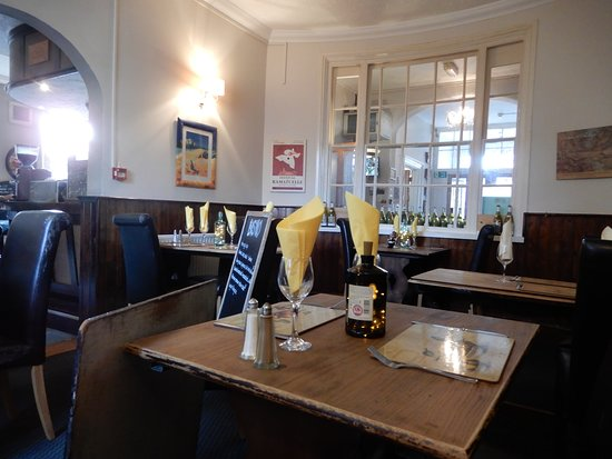 The White Hart Hotel & Restaurant: Nice and cosy in the restaurant area