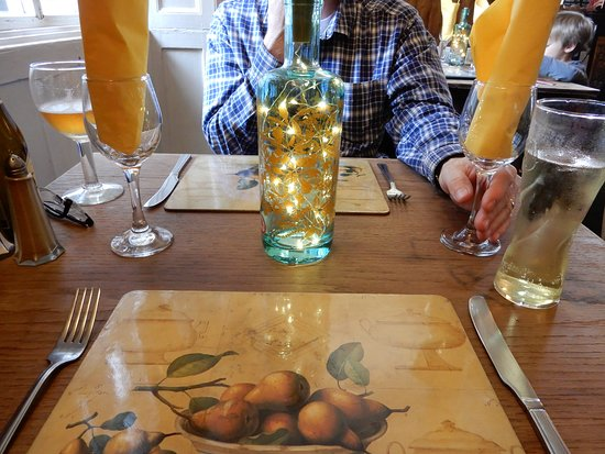 The White Hart Hotel & Restaurant: Love the new table decorations