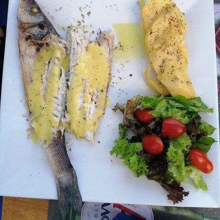 Vatania Taverna Meze Bar: Sea bass we make a fish filled