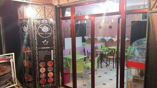 Sidi Bel Abbas Province, Algerie: Si vous avez l'intention de visiter Sidi Bel Abbes (Algérie ) ...demandez les plats traditionnels Algériens et Marocains  Tadjine barkouk salé à la viande oubien les raisins et pois chiches à la viande , Poulet aux olives ... réservation 48 heures à l'avance marheba bikoum chez Sidi Bel Abbes Tea Club tel : 0551779028