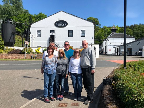 Castillo de Stirling y Glengoyne Whisky Distillery Day Tour.: Our group outside Glengoyne