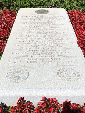 Harry S. Truman Library and Museum: President Truman's grave