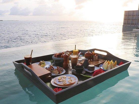 Floating breakfast 아침식사를 개인 풀에서도 주문 가능합니다